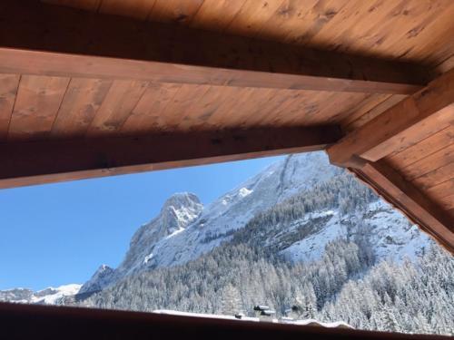 Vista sulle montagne da Cesa Mandi e Miky